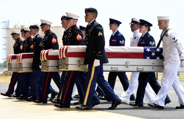 <p>Military members carry transfer cases from a C-17 at a ceremony marking the arrival of the remains believed to be of American service members who fell in the Korean War at Joint Base Pearl Harbor-Hickam in Hawaii, Wednesday, Aug. 1, 2018. (Photo: Susan Walsh/AP) </p>