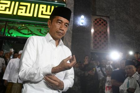 Indonesia's presidential candidate Joko Widodo gestures as he attended mass praying in Brebes, Central Java province, Indonesia, April 4, 2019 in this photo taken by Antara Foto. Picture taken April 4, 2019. Antara Foto/Wahyu Putro A/ via REUTERS.