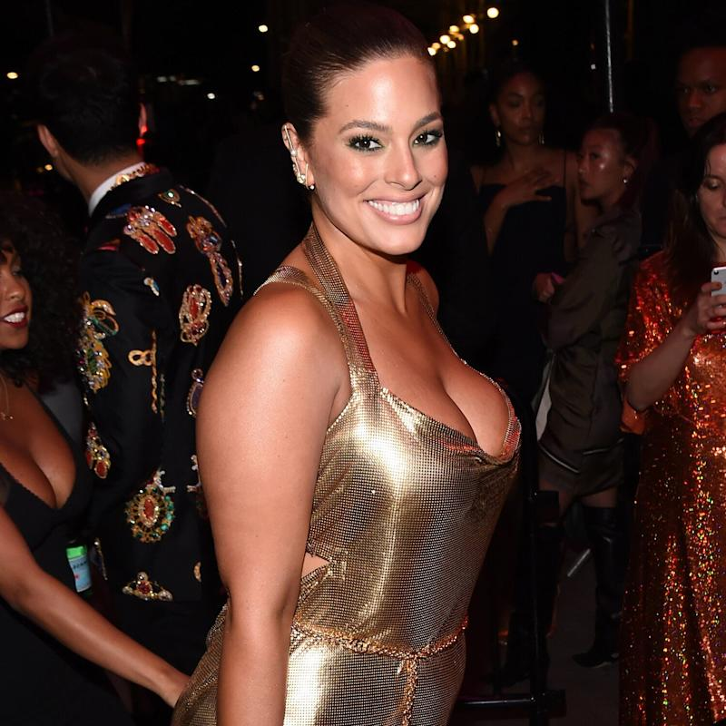 Ashley Graham zeigt sich auf der After-Show-Party der Met Gala im knappen Minikleid. (Bild: Getty Images)