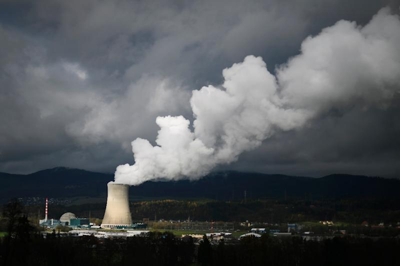 Swiss voters reject early shutdown of nuclear power
