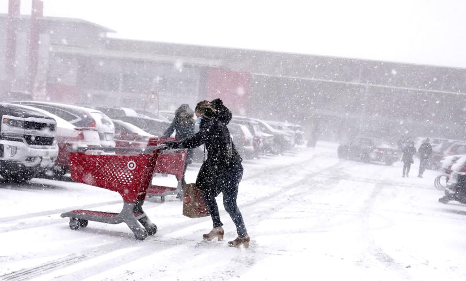 Shoppers endured blizzard conditions while shopping for groceries before the holidays Wednesday, Dec. 23, 2020 in Richfield, Minn. (David Joles/Star Tribune via AP)