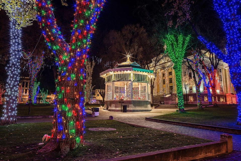 <p>Prescott's holiday celebrations center around Courthouse Plaza, where thousands of lights illuminate Yavapai County Courthouse's stunning columns and over 100 trees in the plaza. Dubbed the Christmas City of Arizona, Prescott holds holiday entertainment shows, gingerbread cookie decorating parties, and a small Christmas market called the Stocking Stuffer Bazaar, just to name a few. </p>