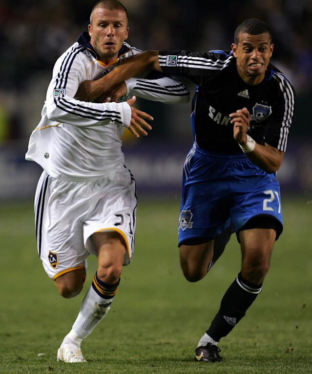CARSON, CA - APRIL 03: David Beckham #23 of the Los Angeles Galaxy paces Jason Hernandez #21 of the San Jose Earthquakes to the ball in the second half during their MLS game at the Home Depot Center on April 3, 2008 in Carson, California. The Galaxy defeated the Earthquakes 2-0. (Photo by Victor Decolongon/Getty Images)