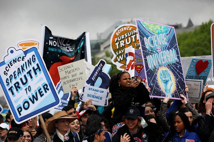 """<p>Demonstrators march to the Capitol building during a """"March for Science"""" rally in Washington, April 22, 2017. (Photo: Aaron P. Bernstein/Reuters) </p>"""