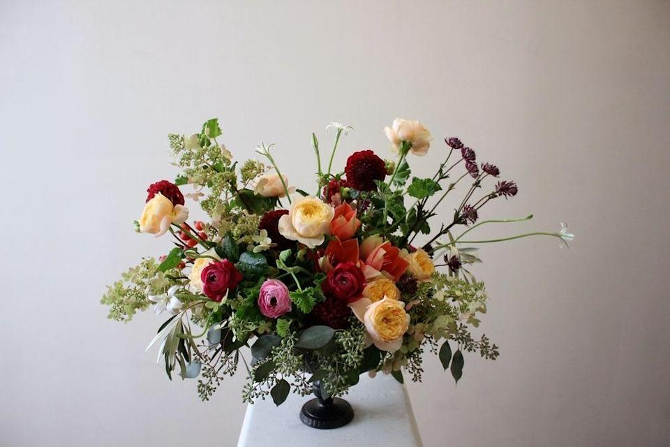 "<p>Roses and other flowers may be the stars of your centerpieces, but don't be afraid to cushion them with plenty of foliage for a natural air of extravagance and effortless elegance. This centerpiece uses a dainty, quiet compote to keep the focus on the arrangement.</p><p><em>Via <a href=""http://sachirose.com/"" rel=""nofollow noopener"" target=""_blank"" data-ylk=""slk:Sachi Rose"" class=""link rapid-noclick-resp"">Sachi Rose</a></em></p>"
