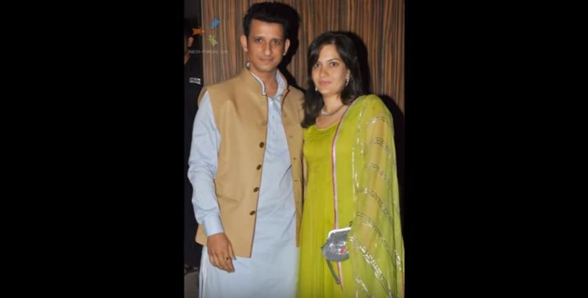 <p><i>3 Idiots </i>star Sharman Joshi tied the knot with Prerana Chopra, daughter of veteran actor Prem Chopra. The couple has a daughter, Khyana, born in October 2005, and twin boys, Vaaryan and Vihaan, born in July 2009.</p>