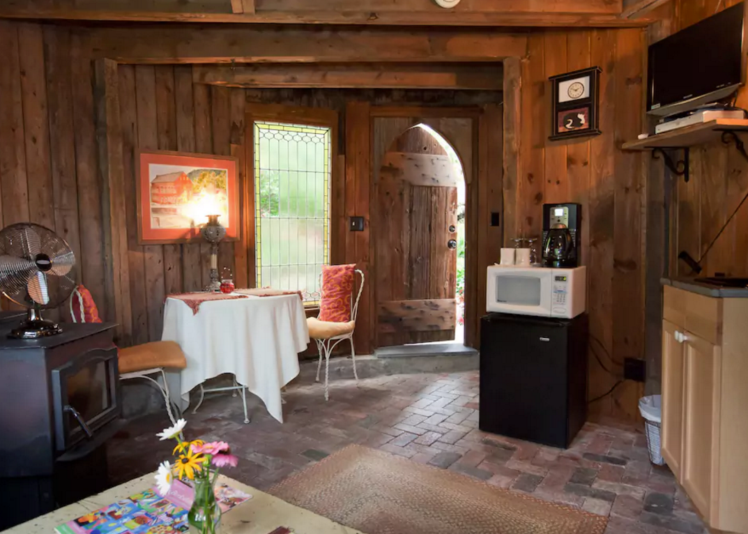 Checking In Unique Airbnb Picks Of The Week September 5