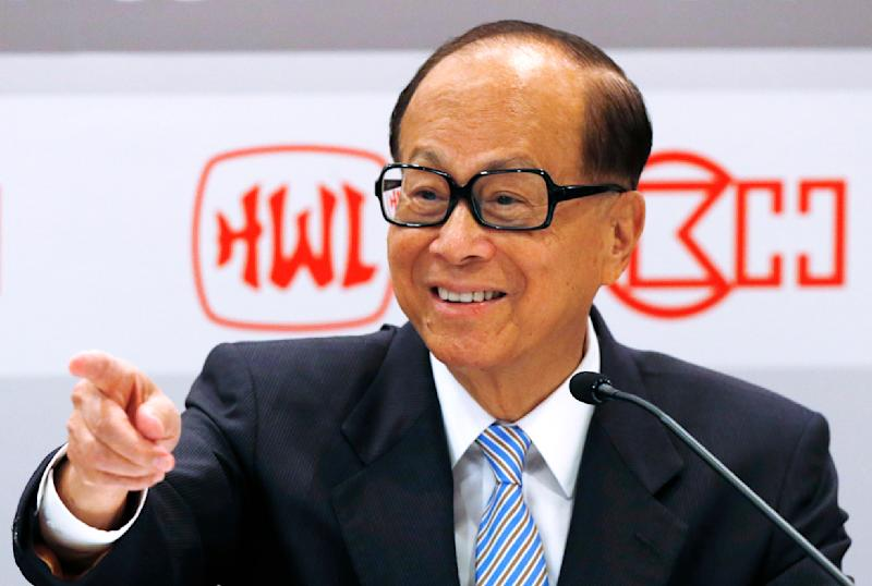 Li Ka-shing, chairman of Hutchison Whampoa Ltd. and Cheung Kong (Holdings) Ltd., gestures at the companies' results announcement in Hong Kong, Thursday, Aug. 2, 2012. Hutchison Whampoa said first-half profit tumbled 78 percent from the year before when results were boosted by a big one-time gain. (AP Photo/Kin Cheung)
