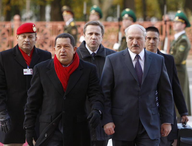 Venezuelan President Hugo Chavez walks with his Belarusian counterpart Alexander Lukashenko, right, in Minsk, Belarus Saturday Oct. 16, 2010.  Chavez flew to the Belarusian capital from Moscow as part of his international tour, which also includes Ukraine and Iran.   (AP Photo//Vasily Fedosenko, Pool)