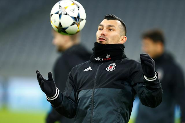 Soccer Football - Champions League - Besiktas Training - Allianz Arena, Munich, Germany - February 19, 2018 Besiktas' Gary Medel during training REUTERS/Ralph Orlowski