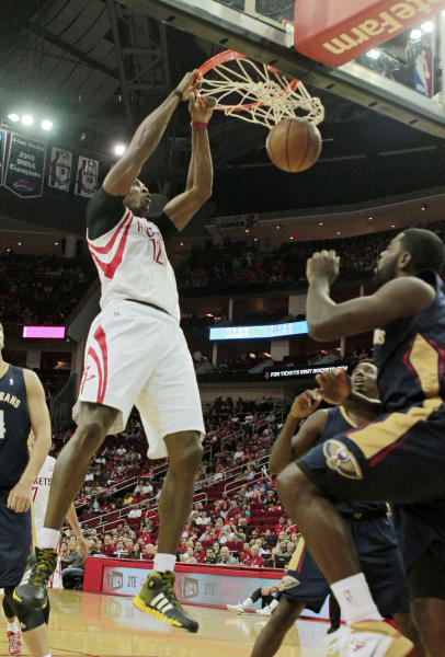 New Orleans Pelicans guard Tyreke Evans, right, watches as Houston Rockets center Dwight Howard, left, dunks the ball during the first half of a preseason NBA basketball game in Houston, Saturday, Oct. 5, 2013. AP Photo/Richard Carson)