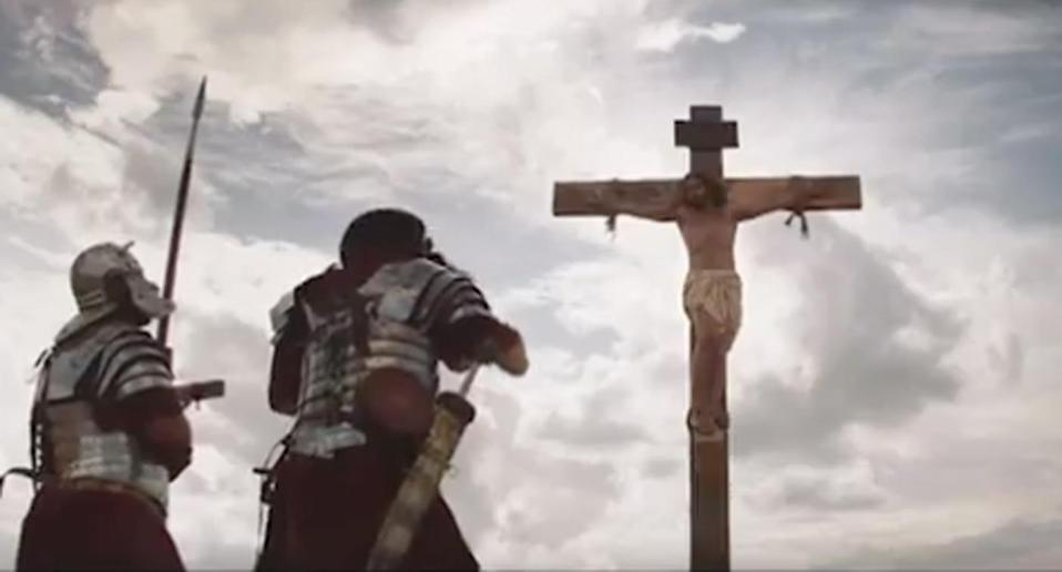 The ad shows an actor depicting Jesus on the cross as he is asked to donate his organs.