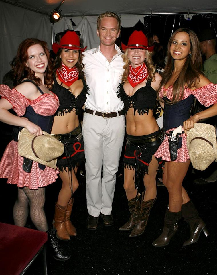 "Neil Patrick Harris hangs out with some cowgirls backstage at the 2007 Independent Spirit Awards. Jeff Vespa/<a href=""http://www.wireimage.com"" target=""new"">WireImage.com</a> - February 24, 2007"