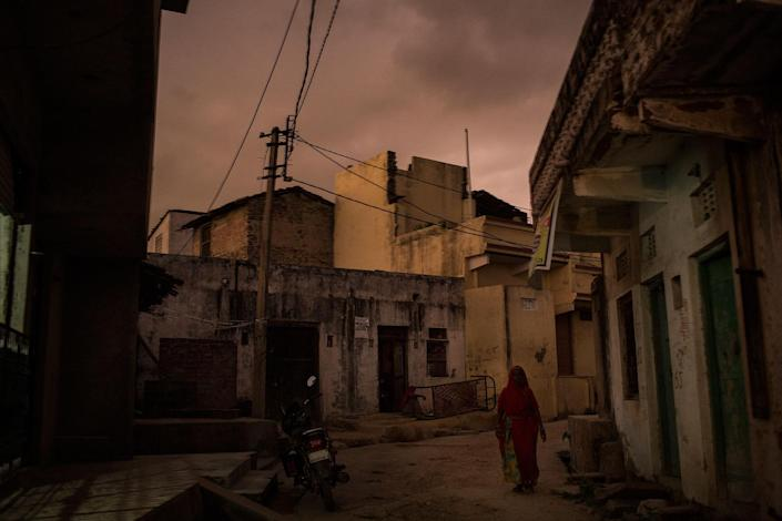 <p>A night view of Changedi from a rooftop. Udaipur, Rajasthan, India in July 2016. (Photo: Rafael Fabrés) </p>