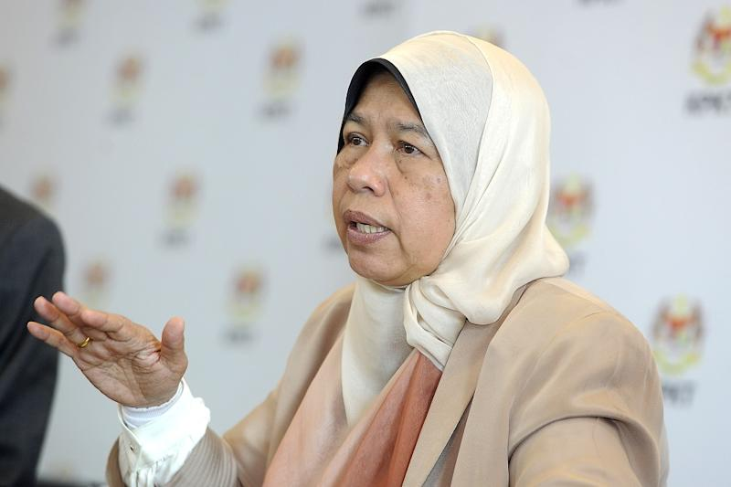 Housing and Local Government Minister Zuraida Kamaruddin at a press conference in Putrajaya August 28, 2018. — Picture by Shafwan Zaidon