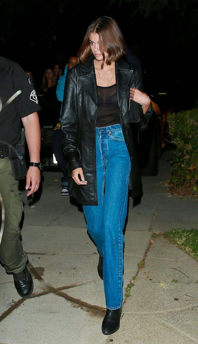 kylie jenner, blue jeans, nike air max 90, blue sneakers