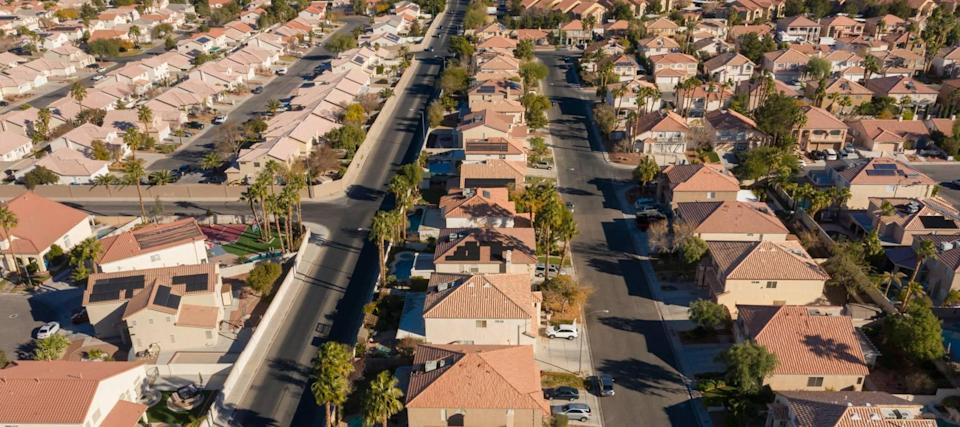 Irresistibly low mortgage rates touch off a new wave of refinancing