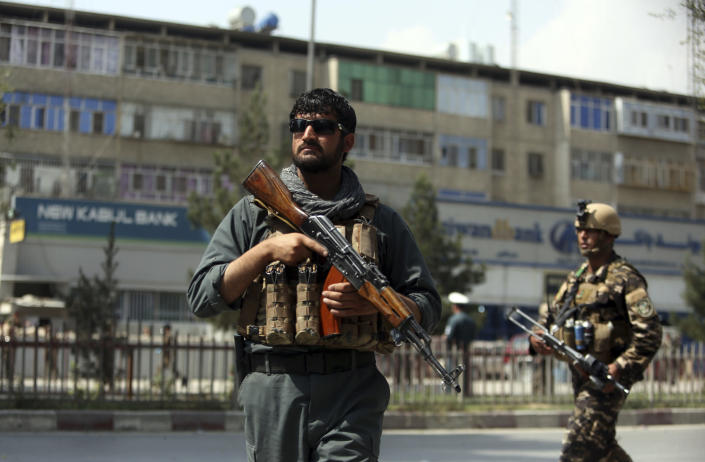 <p>Afghan security personnel arrive at the site of a suicide bombing in Kabul, Afghanistan, Tuesday, Aug. 29, 2017. (Photo: Rahmat Gul/AP) </p>