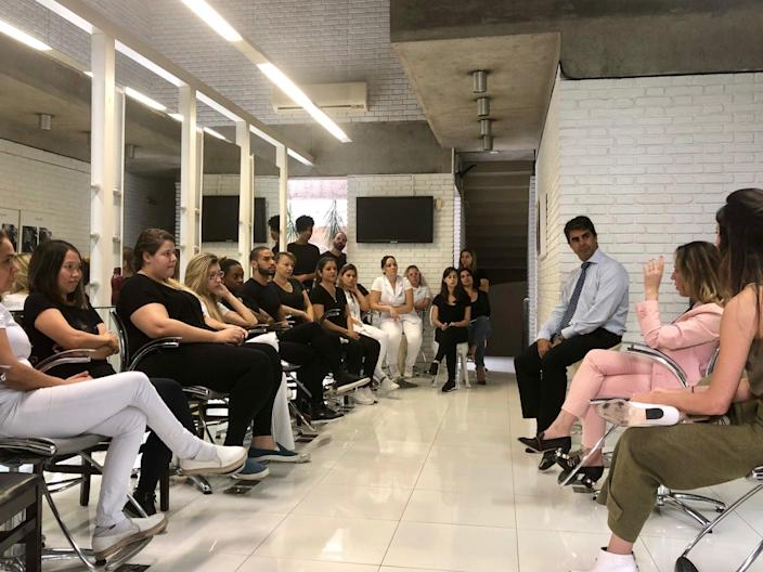 Beauticians from Jacques Janine, a high end salon in São Paulo, being trained to stop domestic violence (abriel Cabral/Folhapress)