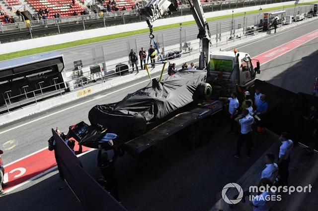 "Lewis Hamilton's Mercedes F1 W11 regresa a pits <span class=""copyright"">Mark Sutton / Motorsport Images</span>"