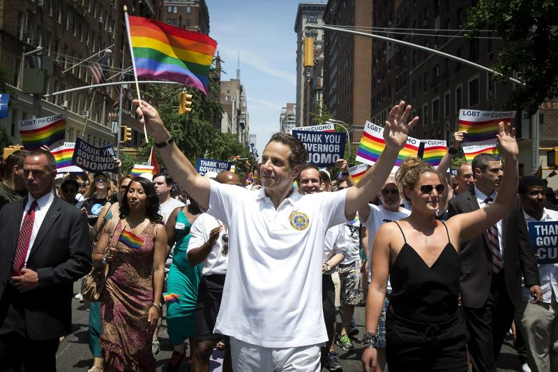 New York Governor Andrew Cuomo (C) takes part in the annual Pride March on Christopher Street in the Manhattan borough of New York June 29, 2014. The annual Gay Pride event draws thousands of civil rights demonstrators and an estimated 1 million viewers. REUTERS/Carlo Allegri (UNITED STATES - Tags: SOCIETY)