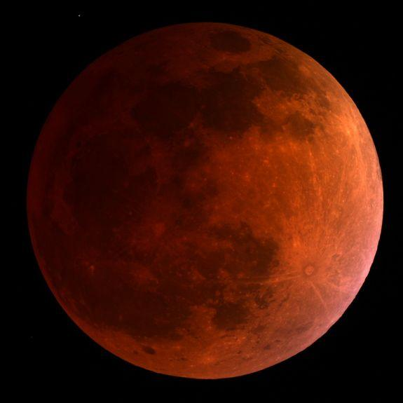 Under a Blood Moon: 1st Total Lunar Eclipse of 2014 Wows Stargazers (Photos)