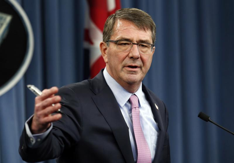 U.S. Defense Secretary Ash Carter speaks at a joint news conference with British Defense Secretary Michael Fallon after their meeting at the Pentagon in Washington March 11, 2015. REUTERS/Yuri Gripas (UNITED STATES - Tags: MILITARY POLITICS)