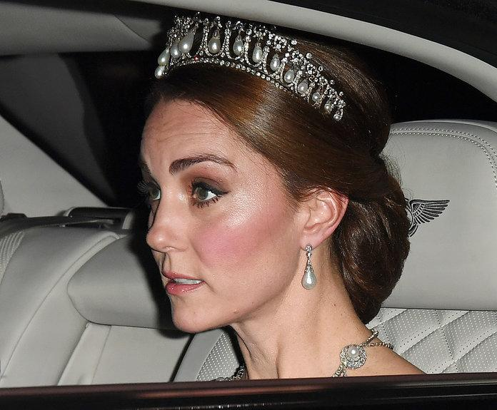Kate glitters in Diana's diamond Cambridge Lover's Knot tiara at state banquet
