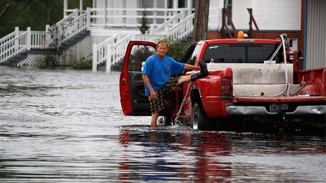 Mississippi Dam Failure Feared After Isaac (ABC News)