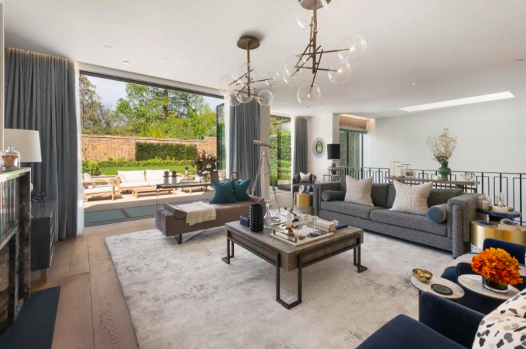 The living room of a Holland Park pad. Photo: Knight Frank