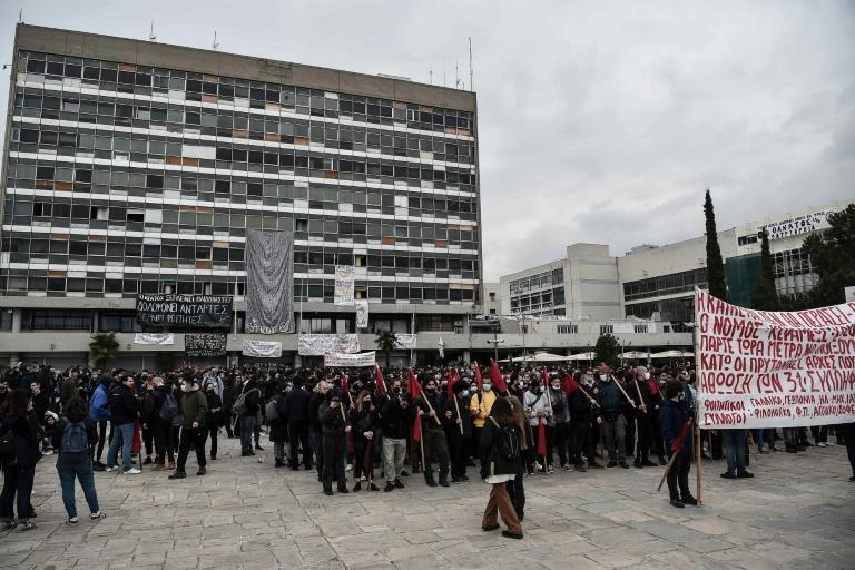 Students have protested against a plan for a new special police force for fighting violence at Greek universities