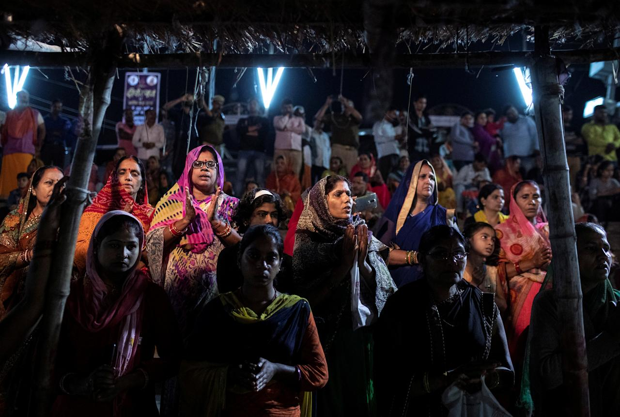 Hindu devotees attend evening prayers on the banks of Sarayu river after Supreme Court's verdict on a disputed religious site, in Ayodhya, India, November 9, 2019. REUTERS/Danish Siddiqui