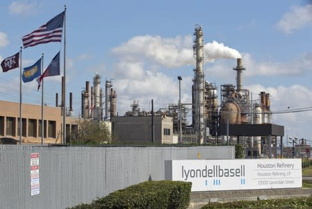 Lyondell workers protest union leader's suspension: USW