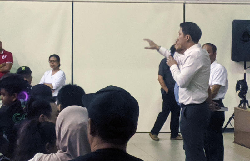 SMS for Transport and Sengkang West MP Lam Pin Min addressing a crowd on 12 November, 2019, during a dialogue session at Anchorvale Community Club. (PHOTO: Yahoo News Singapore)