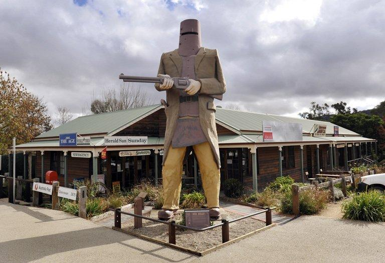 A giant statue of Australian outlaw Ned Kelly at Glenrowan, the location of his final stand, about 175 kilometres north of Melbourne, on May 26, 2009. Australian outlaw Ned Kelly was finally laid to rest in a rural cemetery beside his mother Sunday, with his grave unmarked and sealed beneath layers of concrete to guard against souvenir-taking