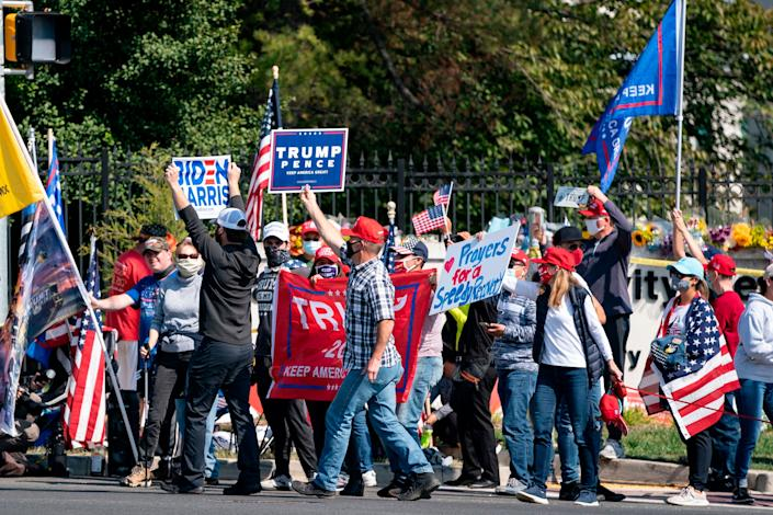 A a group consisting largely of Trump supporters gathers outside Walter Reed National Military Medical Center in Maryland on Sunday. (Photo: ALEX EDELMAN via Getty Images)