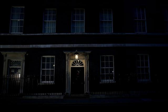 <p>10 Downing Street is pictured on the night of Britain's general election in London, June 9, 2017. (Photo: Stefan Wermuth/Reuters) </p>