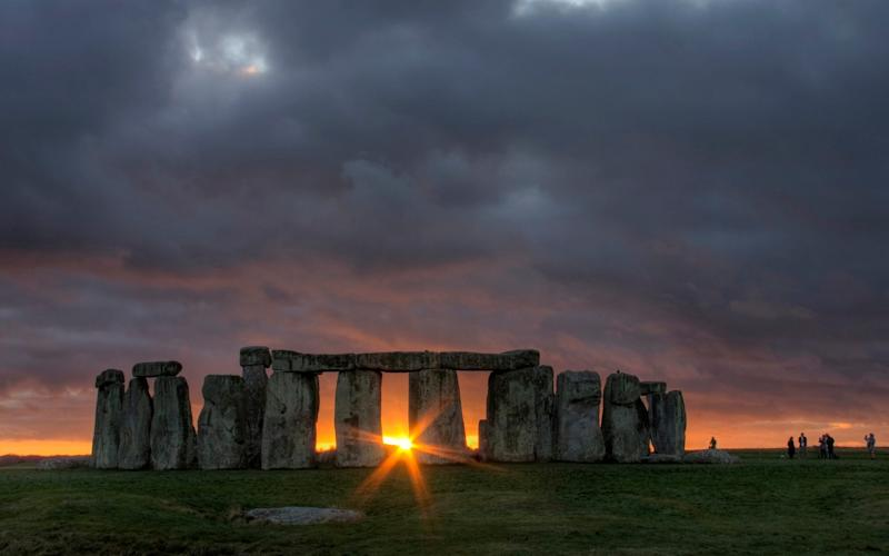 Sunset at Stonehenge, just after the winter solstice - Moment RF