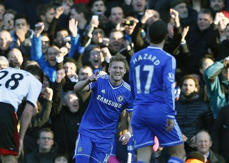 Chelsea's Andre Schurrle (C) celebrates after scoring a goal against Fulham during their English Premier League soccer match at Craven Cottage in London March 1, 2014. REUTERS/Eddie Keogh