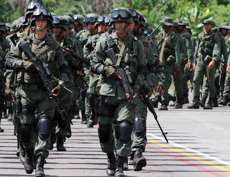 Venezuelan special forces troops gather in La Fria, Tachira state close to the border with Colombia on September 1, 2015 (AFP Photo/George Castellanos)
