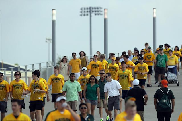 Baylor fans walk to the Bears' season opener. (Getty)