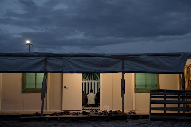 <p>Refugees and other migrants pray inside a tent at the refugee camp of Ritsona about 86 kilometers (53 miles) north of Athens, Greece, May 25, 2017. This trailer is being used as a mosque in the camp. (Photo: Petros Giannakouris/AP) </p>