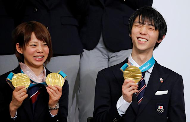Pyeongchang 2018 Winter Olympics Men's figure skating gold medallist Yuzuru Hanyu (R) and Women's speed skating gold medallist Nana Takagi attend a news conference with other medalists upon their return from the Pyeongchang Winter Games, in Tokyo, Japan, February 26, 2018. REUTERS/Toru Hanai