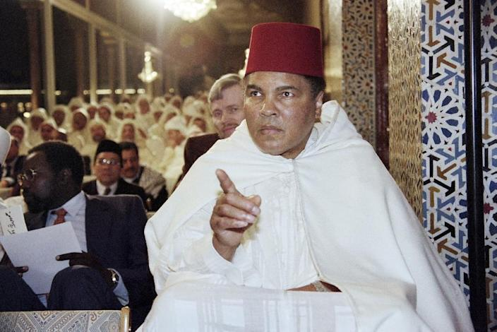 Muhammad Ali participating in a ceremony for the holy month of Ramadan in Rabat, on January 15, 1998 (AFP Photo/Abdelhak Senna)