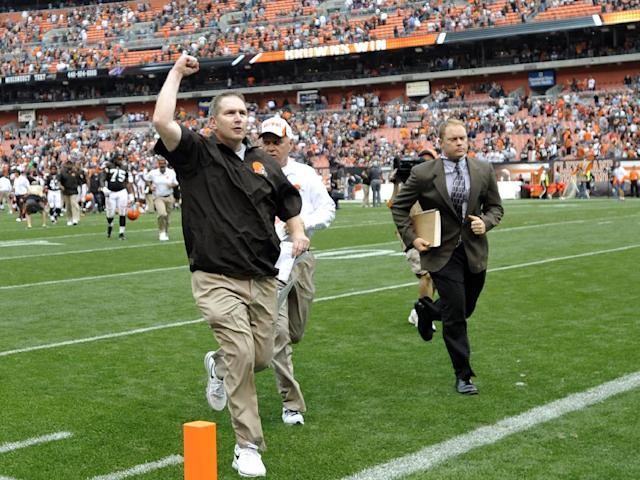 Cleveland Browns head coach Rob Chudzinski celebrates as he runs off the field following a 17-6 win over the Cincinnati Bengals in an NFL football game Sunday, Sept. 29, 2013, in Cleveland. (AP Photo/David Richard)