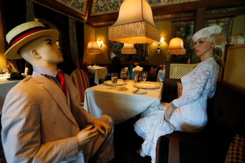 Double Duty: Mannequins in Canada Restaurant Ensure Social Distancing, Showcase Latest Fashion