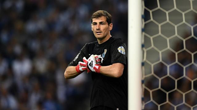 The goalkeeper was reportedly set to leave after helping the club to their first league title since 2012-13, but he signed a one-year extension