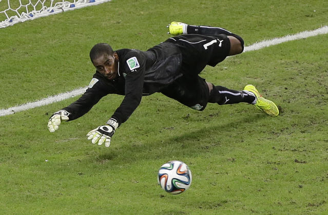 Ivory Coast's goalkeeper Boubacar Barry makes a diving save in the second half during the group C World Cup soccer match between Greece and Ivory Coast at the Arena Castelao in Fortaleza, Brazil, Tuesday, June 24, 2014. (AP Photo/Sergei Grits)