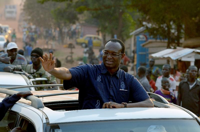 Central African Republic presidential candidate Anicet Georges Dologuele waves from a car during a presidential campaign tour in the capital Bangui on December 28, 2015 (AFP Photo/Issouf Sanogo)