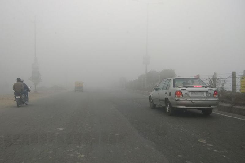 Delhi Wakes up to Fog For 3rd Day in Row, Scientists Say No Change in 2-3 Days